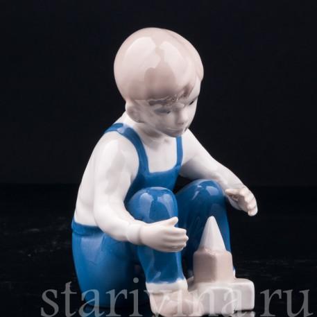 Фигурка из фарфора Мальчик с кубиками, Grafenthal, Германия, вт. пол. 20 в.