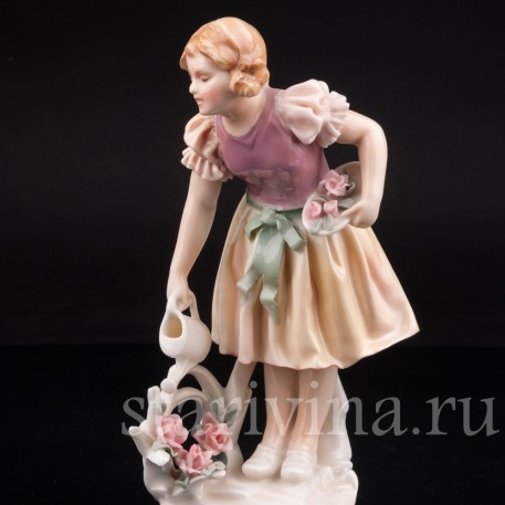 Уцененная фарфоровая статуэтка Девочка с лейкой, Karl Ens, Германия, 1920-30 гг.